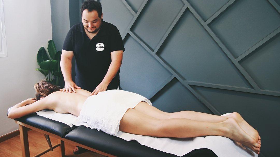 Aprende los beneficios del masaje con Miel
